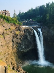 Snoqualmie Falls and Salish Lodge, used in the filming of Twin Peaks.